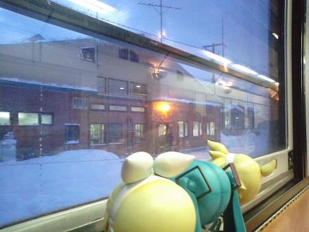 音威子府駅に停車、7分遅れ。