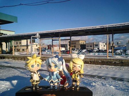 雪ミク:「長万部駅に、定刻で到着でーす♪」 レン:「次は函館行き、...