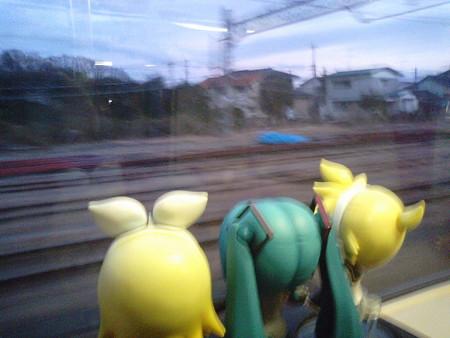 白石駅に停車。 レン:「ところで、しっとマスクさんのボカロタクシ...