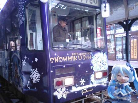雪ミク:「それでは雪ミク市電に乗って雪まつり行きましょう!! …...
