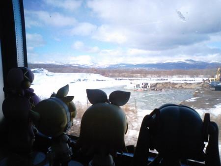 苫小牧→登別間、萩野付近。 ミク:「手前に見えるのが、ホロホロ山...
