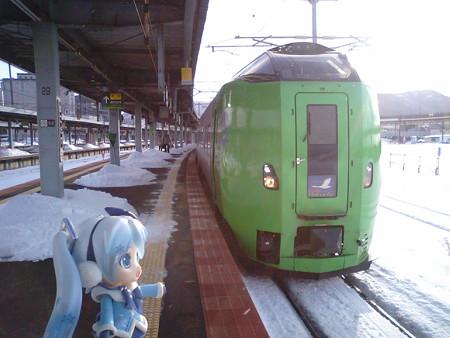 雪ミク:「こちらが新青森行き特急『スーパー白鳥40号』です」 ■函館...