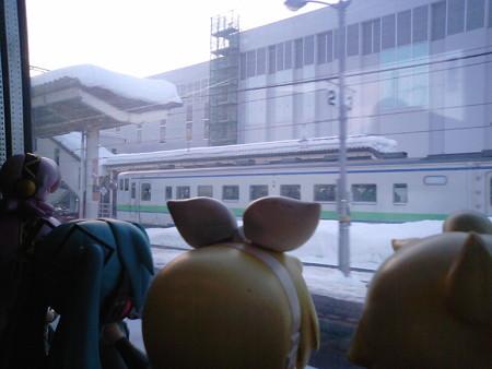 木古内駅に停車にゃう。木古内は新幹線開通しても「木古内」のままな...