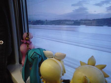 新中小国信号所通過、これよりJR東日本管内です。