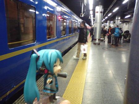 ミク:「上野駅、やっと着いた♪」