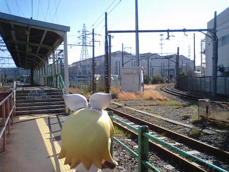 リン:「ねぇ、この端っこの線路は大川行きだよね? なんでこの駅に...