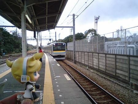 浅野駅で、すぐに扇町行きに乗り換えます。なんか、にわか雨が降って...