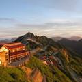 Photos: 山荘と岳