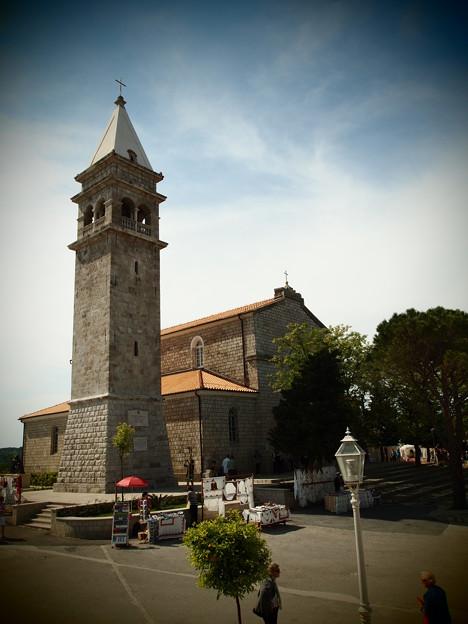 村唯一の教会