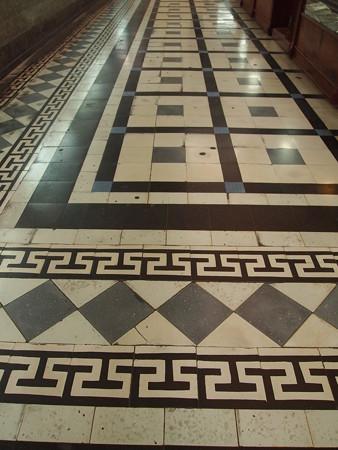タイル張りの床