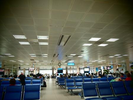 雨漏りする空港
