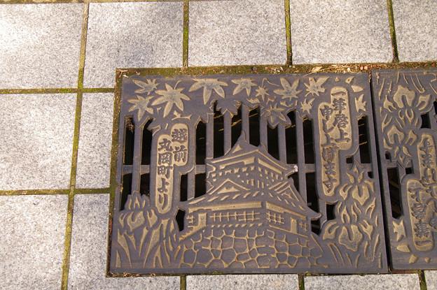 Photos: s0175_丸岡角型マンホール