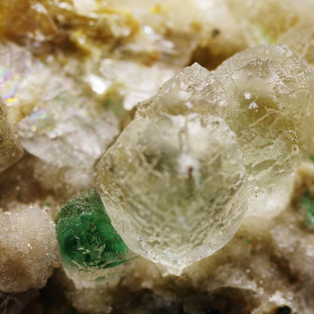 水晶母岩にマラカイト蛍石共生その2