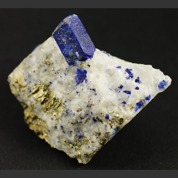 ラズライト(青金石)の結晶
