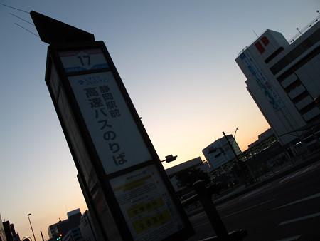 早朝の静岡駅前駿府ライナーバス停