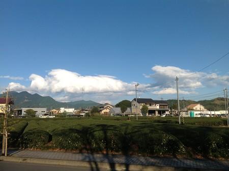 強風の過ぎ去った後の青空と雲