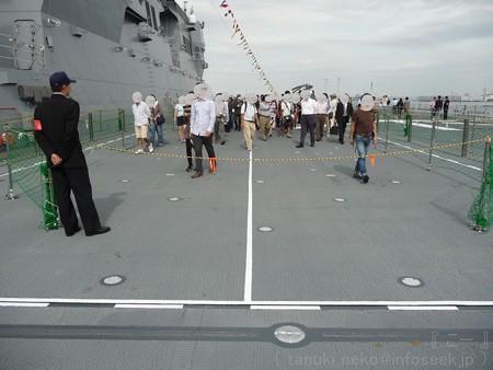 121012-ひゅうが 甲板から船首リフターDN (3)