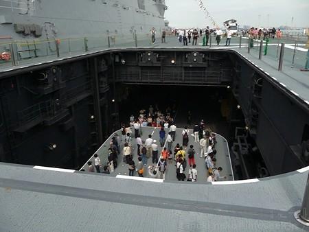 121012-ひゅうが 甲板から船首リフターDN (125)