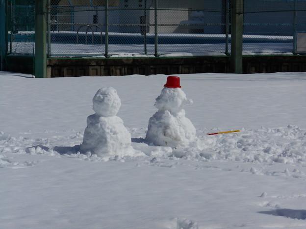 校庭の雪だるま