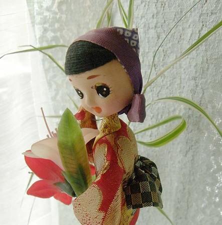 お花を抱えた女の子,花摘み娘,霧島つつじ,拡大