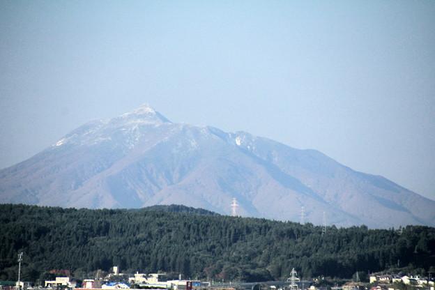 Photos: 初冠雪の岩木山01-12.10.25