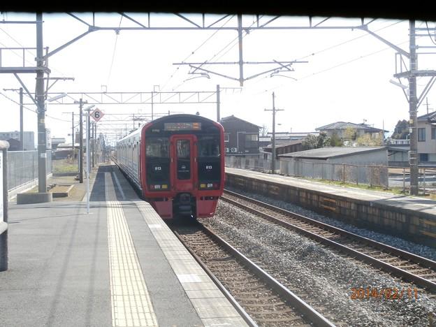 築城駅を発車する813系1100番台