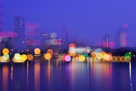 滲む街の灯。