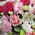 美しき都で処女らが舞う 白き花嫁衣装涙のブーケ