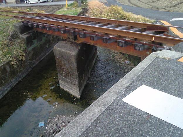 枕木17本分な橋。