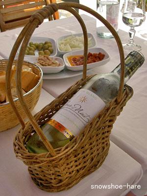 カゴ入り白ワイン