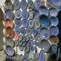 青い大皿がたくさん