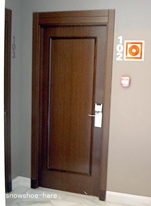 部屋によって扉と鍵の様式が違う