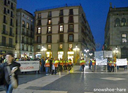 広場のデモ隊
