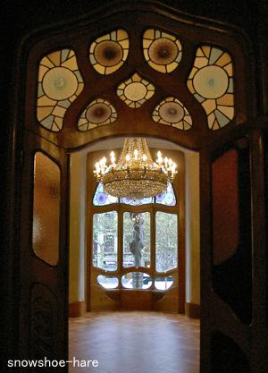 扉の色ガラスが素敵