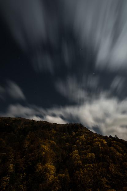 駆け足な秋夜雲