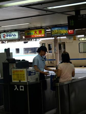 富山駅改札口2