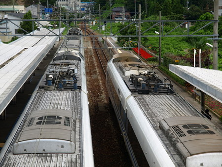 681系(サンダーバード36号(左)とはくたか21号(右)(和倉温泉駅)5
