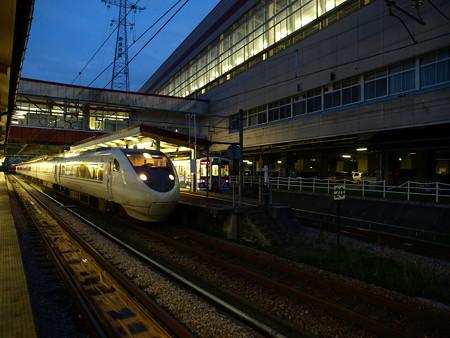 681系とHK100形(越後湯沢駅)2