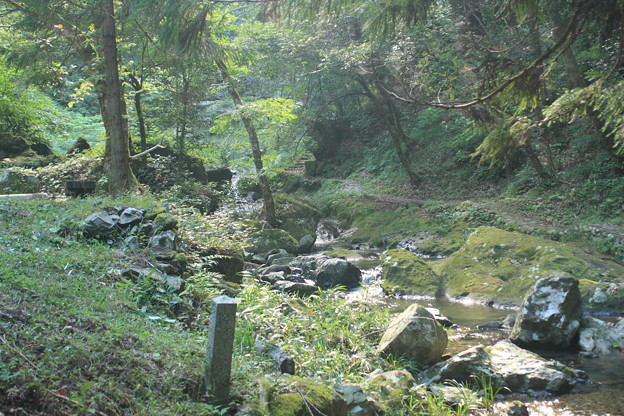 滝の手前、入り口付近