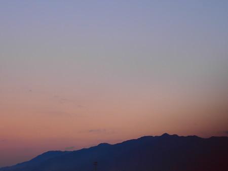 夕焼け空と山