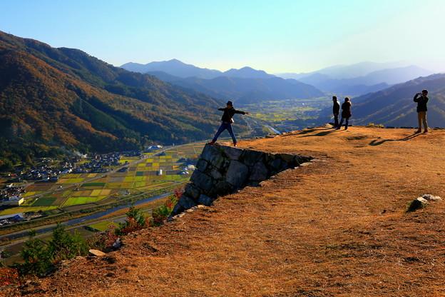 兵庫県、竹田城(353.7m)、鳥の様に飛べるかな・・・ ♪