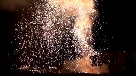 三河手筒花火09-火の粉が舞い降りる