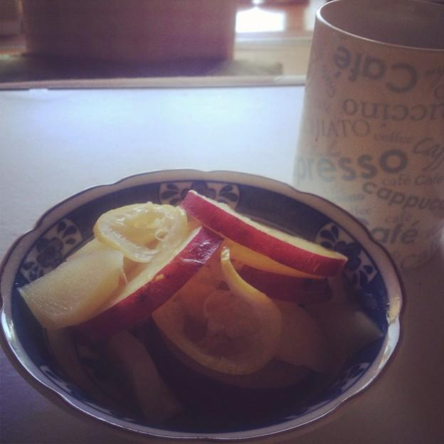 写真: リンゴとさつまいものレモン煮