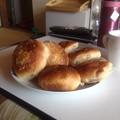 写真: カレーパンとマヨポテパン