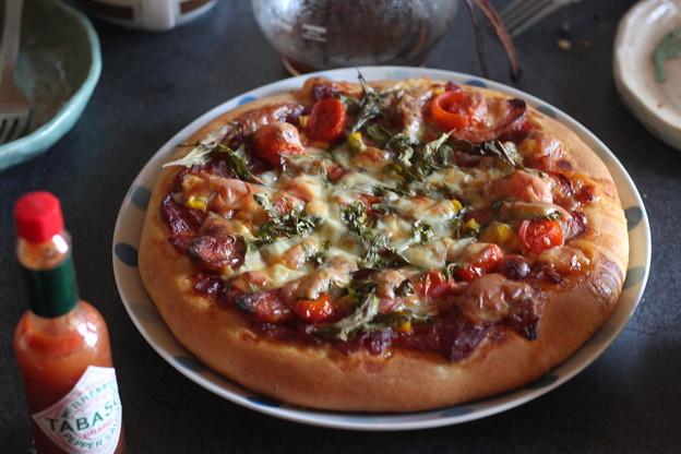 写真: ルッコラのピザ