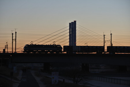 多摩川橋梁の夜明け(EF66-100番台)