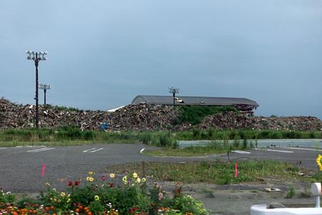 2012.08.13 陸前高田 球場が瓦礫置場