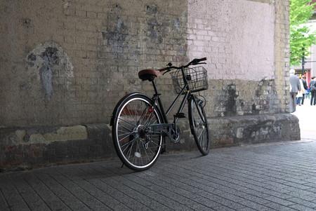 2012.11.03 有楽町駅 ガードに自転車