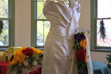2012.11.30 山手 ブラフ18番館 ウエディングドレスに生花