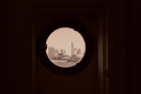 2012.12.27 氷川丸 船窓